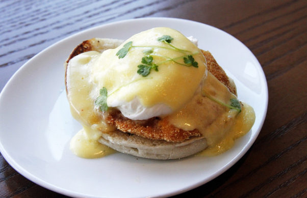 Teddy and the Bully Bar's bearnaise chicken Benedict. (Photo: Teddy and the Bully Bar)