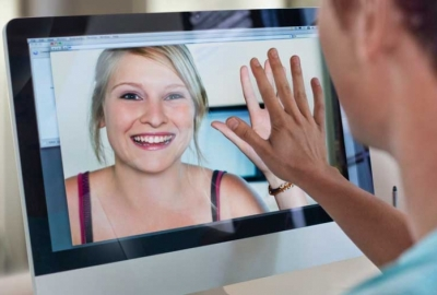 Online dating can be tough, but it can be worth it. (Photo: thegloss.com)