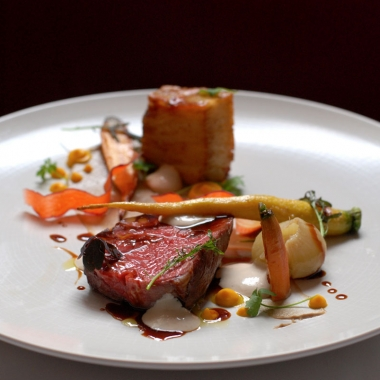 1789 Restaurant introduced a new tasting menu when it reopened that includes this rib-eye with mille-feuille potato, mushroom puree, bone marrow flan and carrots. (Photo: 1789 Restaurant)