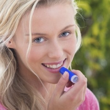 If you carry the right dry lip balms with you, you can prevent your lips from drying and cracking. (Photo: iStock))