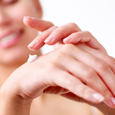Keep your hands smooth and hydrated this fall with a good hand cream. (Photo: ThinkStock])