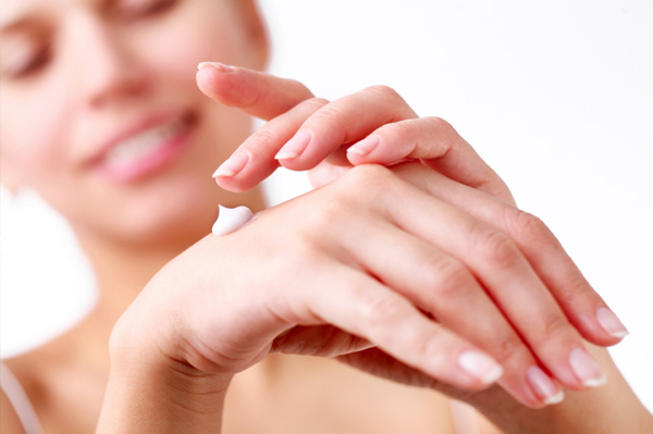 Keep your hands smooth and hydrated this fall with a good hand cream. (Photo: ThinkStock)
