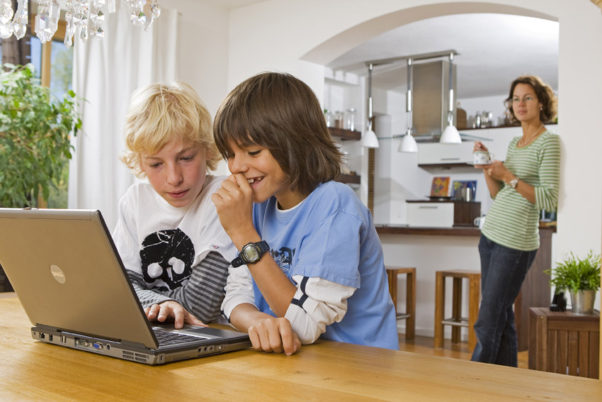 Parents should develop a family media-use plan that sets limits on the times, places and ways for digital media use, the AAP recommends. (Photo: Kaspersky)