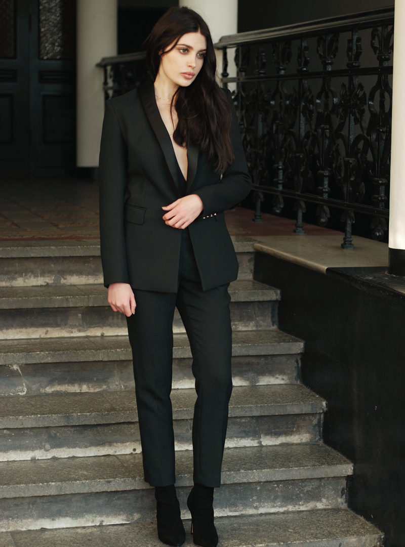 Ement blazer and pants, Apart necklace and Gianvito Rossi boots. (Photo: Emmanuel Uman Ntuk)