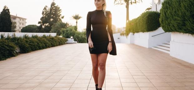 John Zack black dress with a Chanel bag, Daniel Wellington watch and Public desire shoes. (Photo: Janni Deler)