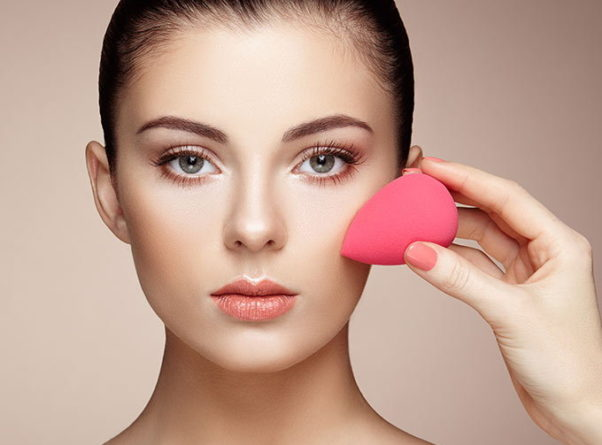 The Beauty Blender can be used to apply makeup, eye serums and night creams. (Photo: Fashion101)