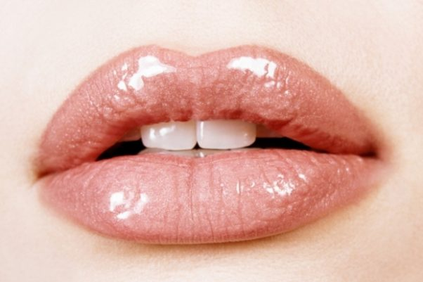 Plump lips are in and you can achieve the look with the right gloss. (Photo: How2girl)