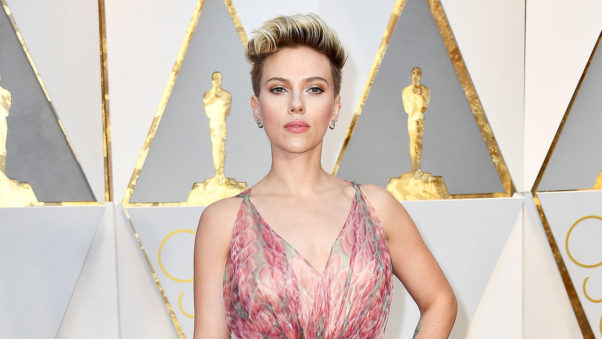 Scarlet Johansson's hold on her heavy side part was achieved by using a Suave product. (Photo: Frazer Harrison/Getty Images)