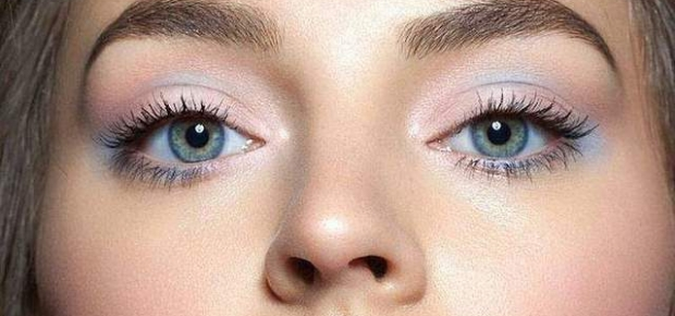This watercolor eyes look oozes with spring fever. The pretty pastel shadows give your eyes a whimsical look. (Photo: Instagram/Remake Magazine)