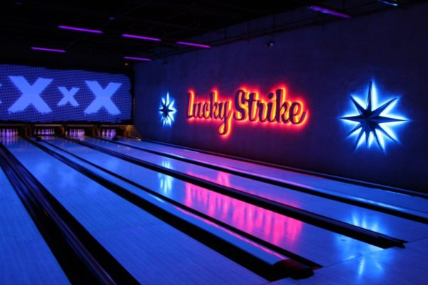 Lucky Strike opened March 4 on the lower level of the Westfield Montgomery Mall with 12 lanes and a new gastropub menu. (Photo: Mark Heckathorn/DC on Heels)
