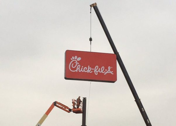 A crane lifts the Chick-fil-A sign onto the pole at the former Checkers location on Maryland Avenue. (Photo: chikfilaNEDC/Twitter)