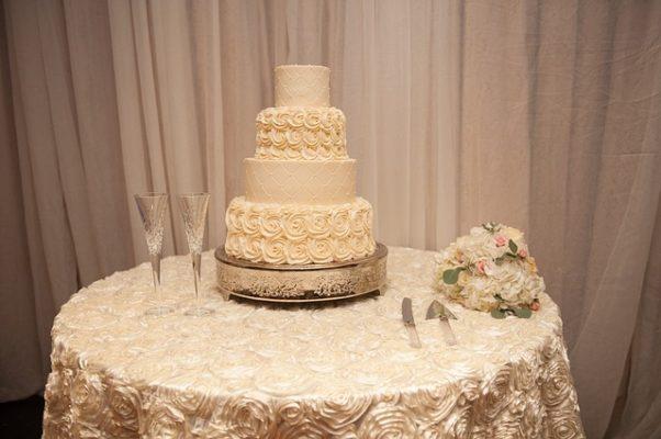 wedding cake (Photo: sylviesorellephotography/Pixaby)
