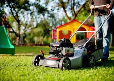 Over 80,000 people are injured by lawn mowers every year. (Photo: andreas160578/Pixabay))