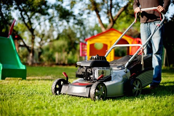 More than 80,000 people are injured by lawn mowers every year. (Photo: andreas160578/Pixabay))