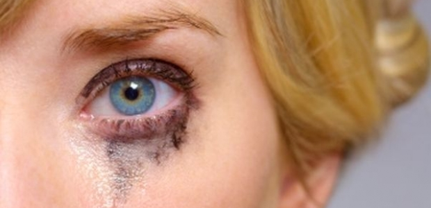 The heat smudges carefully applied eyeliner. (Photo: Getty Images)