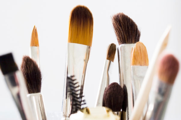 All your brushes should be washed once a week and at least once a month. Photo: (aliexpress.com)