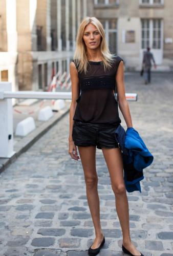 woman in black sleeveless top and black shorts (Photo: Amanda Shadforth/Oracle Fox)