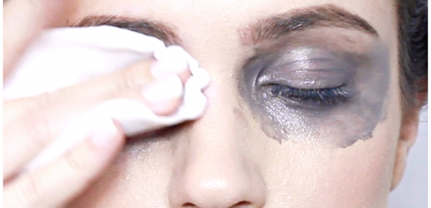 Don't scrub your eyes hard when removing makeup or your skin will start to sting. (Photo: Lifezen.com)