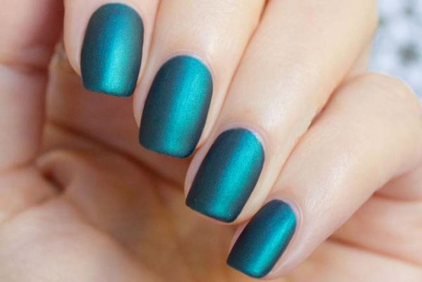 Matte metallic nails are sopisticared and elegant. (Photo: Ritely)