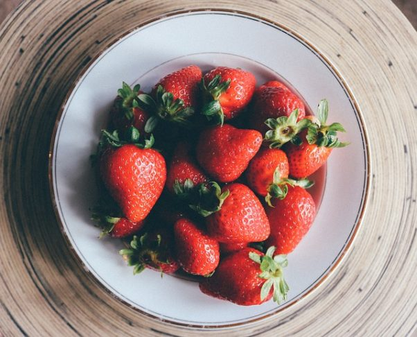 Bowl of strawberries. (Photo: Olichel/Pixabay)