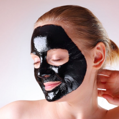 Facial cleansers with activated charcoal as the main ingredient thoroughly cleanse your face. (Photo: Igor Kolos/Dreamstime)