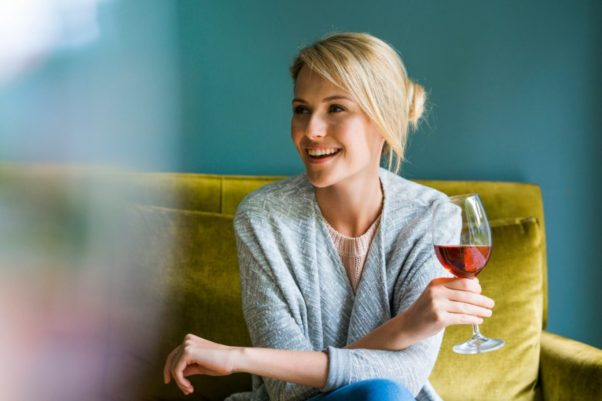 Studies have shown an association between alcohol consumption and breast cancer risk in women. (Photo: Getty Images)