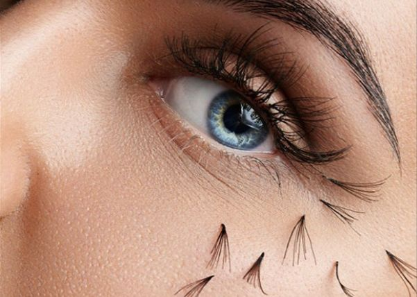 When eyelash extensions fall off, they fall off in clumps. (Photo: pinkypills/Corbis)