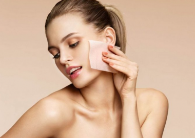You will want to have oil-blotting sheet with you to not be shiny in pictures. (Photo: Roman Legoshyn/123RF)