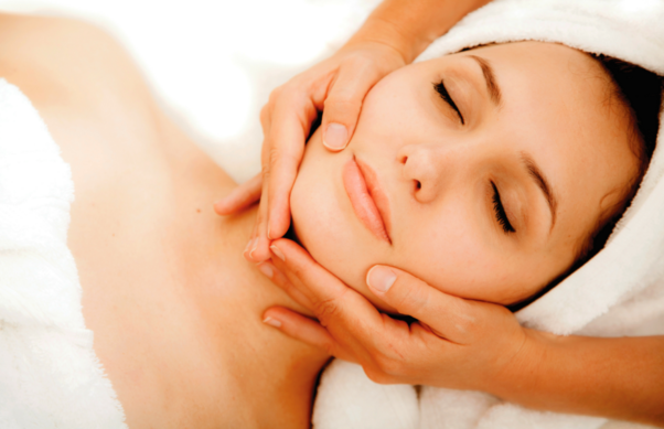 A lymphatic facial helps release toxins, which gets rid of dark eyes and puffiness. (Photo: Regenerate Magazine)