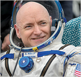 Astronaut Scott Kelly talks about his experience in space at Lisner Auditorum. (Photo: Bill Ingalls/NASA))