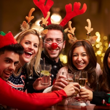 Even holiday parties don't have to knock you off your healthy diet. (Photo: Shutterstock)