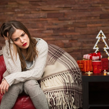 Don't stress being single this holiday season - just switch up the conversation. (Photo: tinatin1/iStock)
