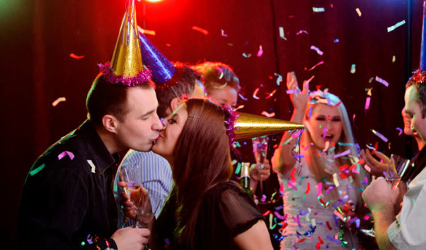 You don't need a boyfriend to land a New Year's Eve kiss. (Photo: iStock Photo)