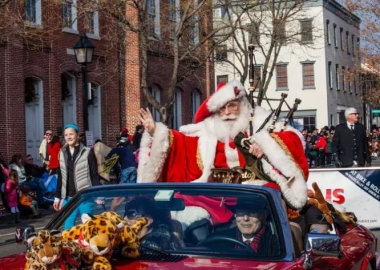 Santa arrives in last year's Old Town Scottish Christmast Walk, which occurs this Saturday beginning at 11 a.m. (Photo: R Norwitz/Visit Alexandria)