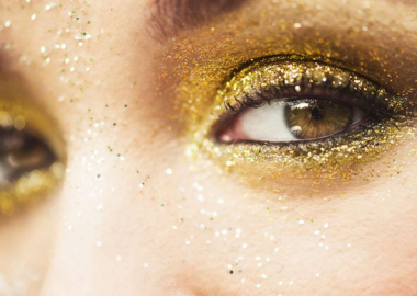 Glittery eyes can be subtle or dramatic. The key lies in getting a highly pigmented glitter shadow (Photo: L'oreal Paris)Glittery eyes can be subtle or dramatic. The key lies in getting a highly pigmented glitter shadow (Photo: L'oreal Paris)