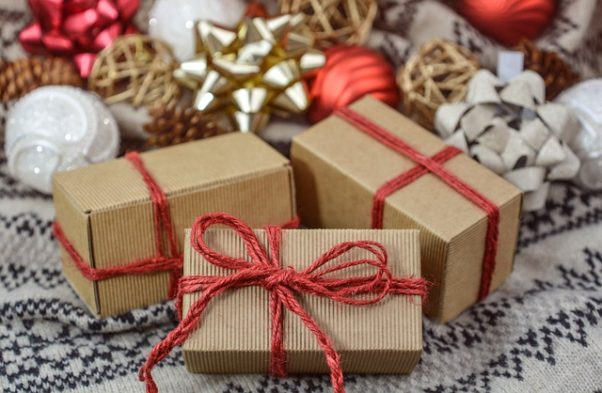 Keep a few extra gifts wrapped and on hand for unexpected visitors. (Photo: monicore/Pixabay)