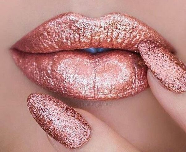 Glittery lips really get you noticed. With Glitter Injection Pen you can control how much glitter you want on you lips. (Photo: Pinterest)