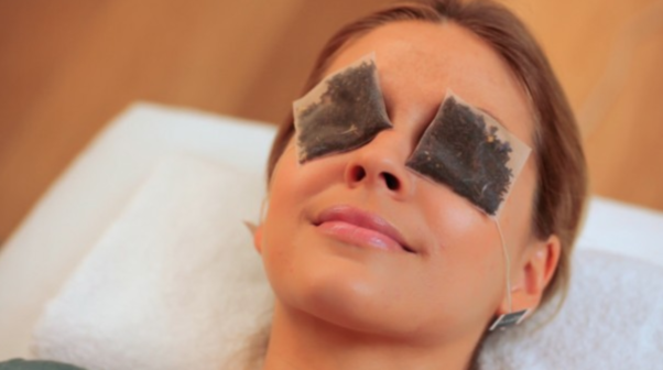 Tea bags can help stimulate blood flow around your eyes so dark circles are less noticeable. (Photo: Eligible Magazine)