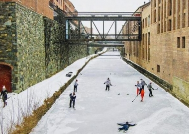 Local skaters play a game of ice hockey on the C&O Canal in Georgetown during the rececent freeze. (Photo: zacdendi/Instagram)