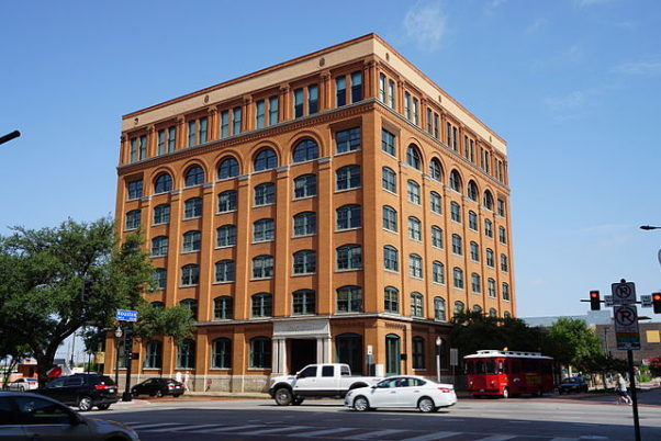 The Sixth Floor Museum is located in the old Texas School Book Depository on Daley Plaza. (Photo: Michael Barera/Creative Commons)