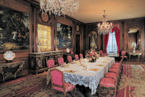 Interior deisgners have created table settings from the collection of in Marjorie Merriweather Post's collection at Hillwood Estate. (Photo: Hillwood Estate, Museum and Gardens)