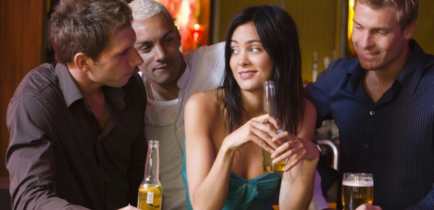 If you are casually dating, leave your options open and have fun until you meet the one. (Photo: Bananastock/Thinkstock)