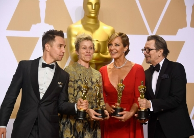 Sam Rockwell (l to r),, Frances McDormand, Allison Janney and Gary Oldham celebrate their acting Oscars backstage. (Photo: Getty Images)