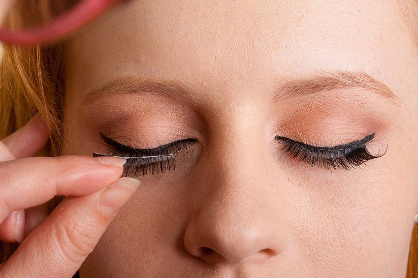 How To Apply False Eyelashes Like A Pro Dc On Heels