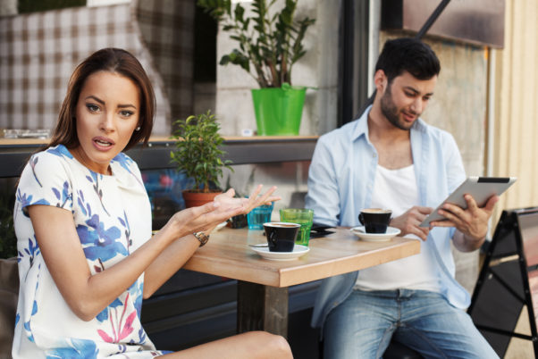 Make sure you follow dating app do's and avoid the don'ts. (Photo: Shutterstock)