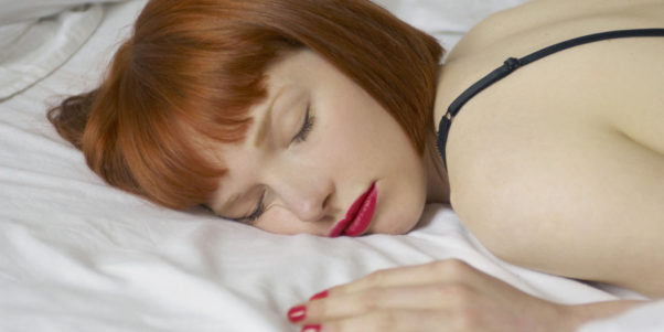 To prevent oil build-up, you should never sleep in your makeup. (Photo: Getty Images)