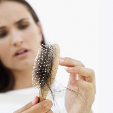 If you comb your hair soaking wet, you are bound to tear out pieces of your hair that are already brittle. (Photo: Getty Images)