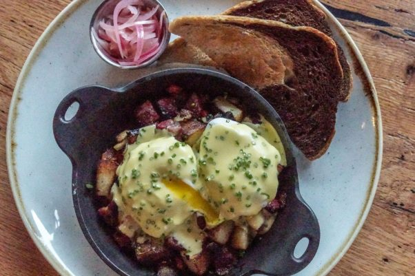 Casolare's new Jewish-inspired weekend brunch includes pastrami and jalepeno hash with poached eggs and Hallandaise sauce. (Photo: Alex Levin)