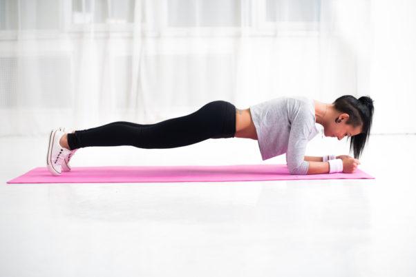 woman doing a plank (Photo: Thinkstock)