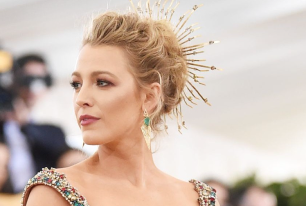 Blake Lively's regal look was brought down to earth with her natural looking makeup. (Photo: Jamie McCarthy/Getty Images)